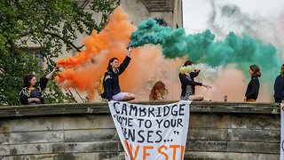 Students drop banners across River Cam decrying 'climate emergency'