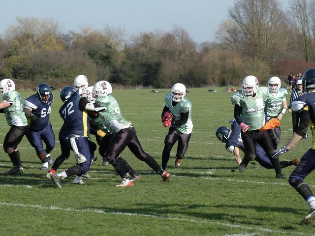 Pythons beat local rivals to qualify for playoffs